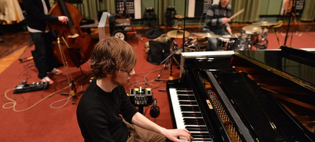 14/05/2013 - Check out GoGo Penguin's Maida Vale session for Jamie Cullum's show on BBC Radio 2